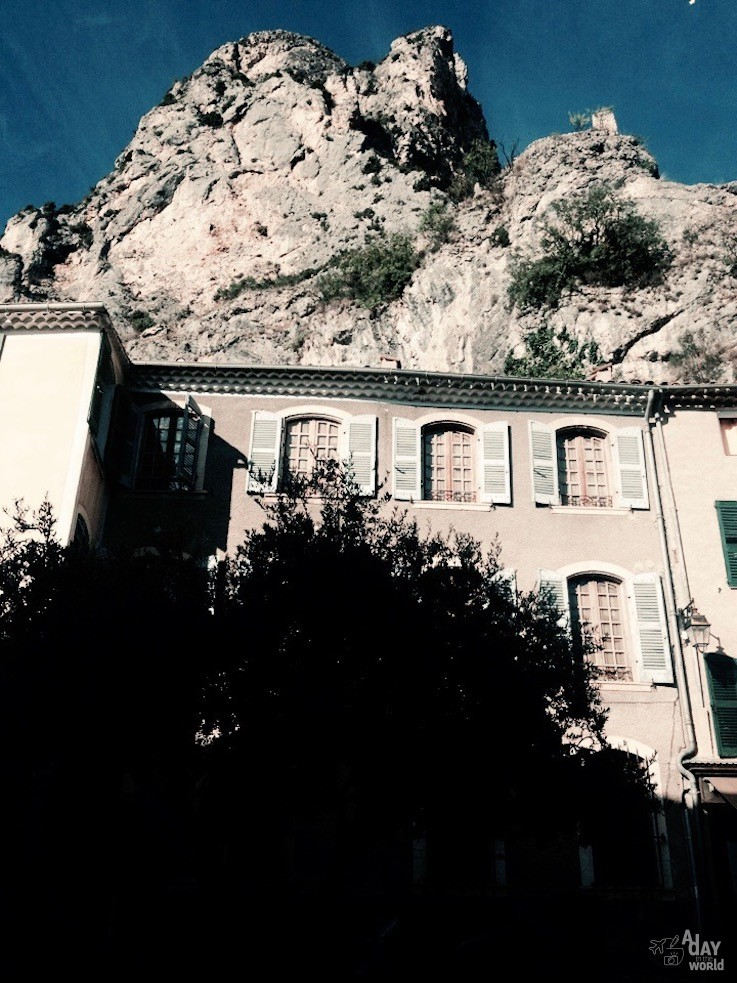 Moustier Ste Marie A day in the world