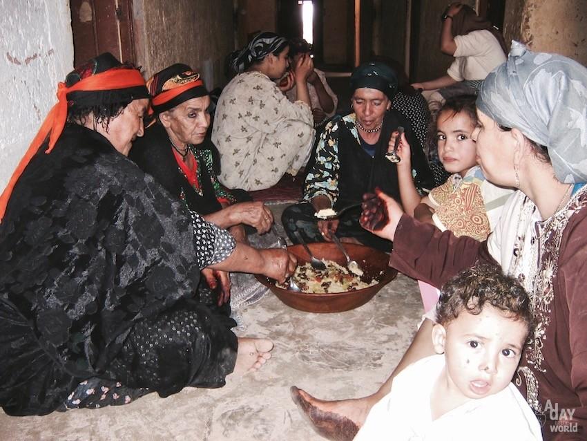 repas couscous maroc berbere moyen atlas