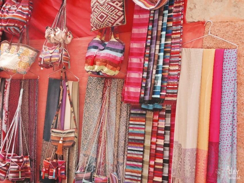 souk-marrakech-etoffes
