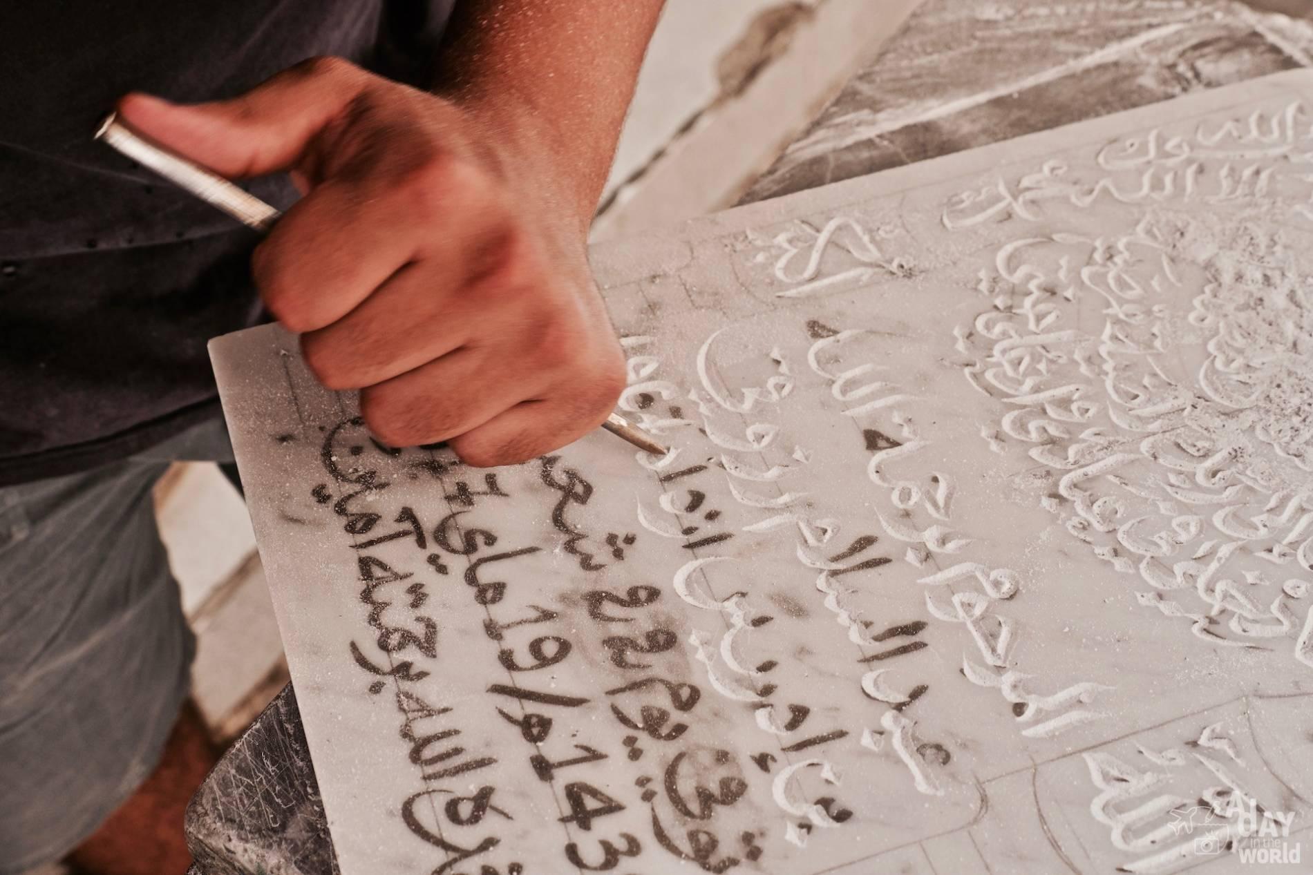 gravure pierre tombale maroc