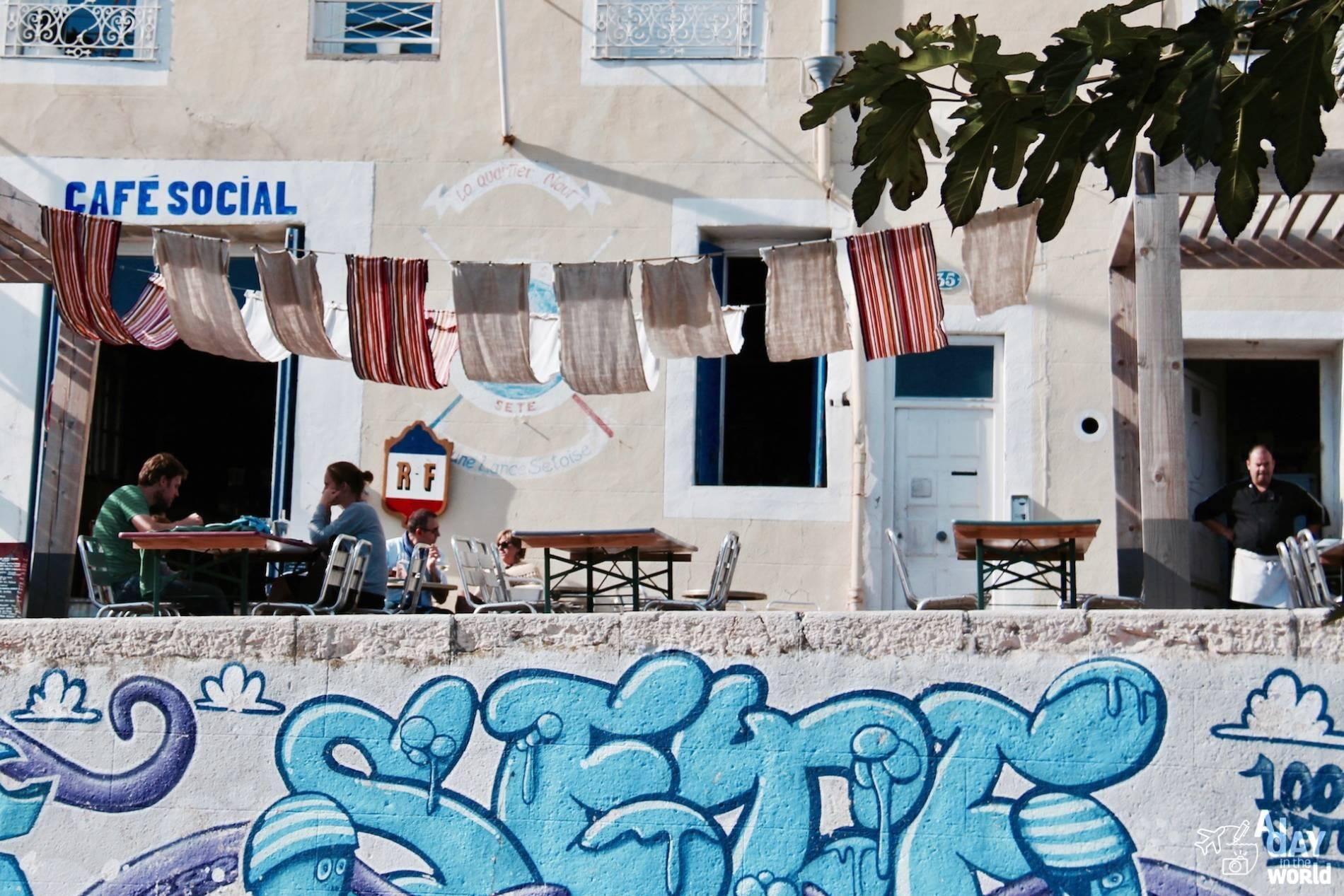 terrasse cafe social sete