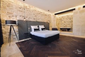 hotel-des-remparts-aigues-mortes-suite